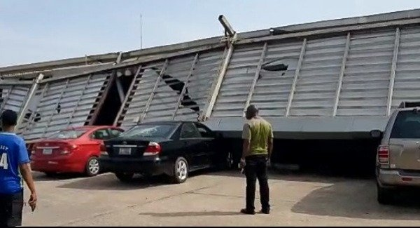 12-customers-vehicles-damaged-after-a-part-of-spar-mall-in-calabar-collapsed
