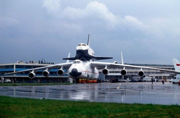 worlds-largest-cargo-plane-antonov-an225-mriya-lands-in-poland-packed-with-covid-19-medical-supplies