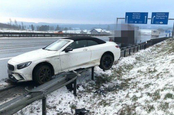 bayern-munich-jerome-boateng-crashes-car