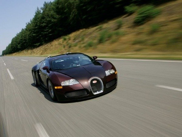 its-been-15-years-since-bugatti-veyron-16-4-broke-the-400kph-barrier