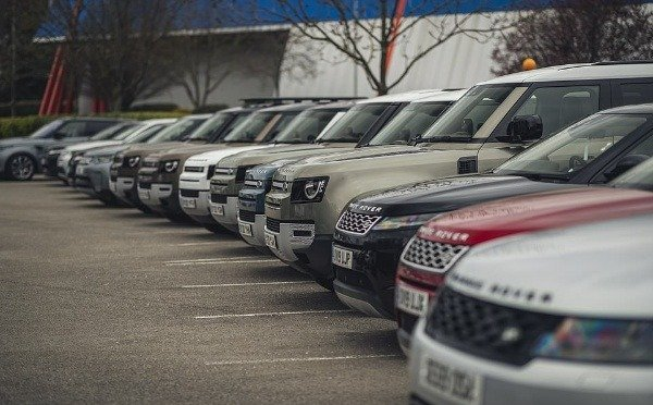 coronavirus-rolls-royce-and-bentley-allows-charities-to-use-dozens-of-their-cars-to-deliver-food-to-the-vulnerables