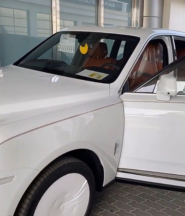 hushpuppi-takes-delivery-of-his-2020-rolls-royce-cullinan