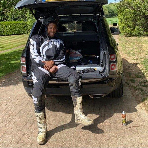 Anthony Joshua Strikes A Pose In His Customized Range Rover SVAutobiography Autojosh