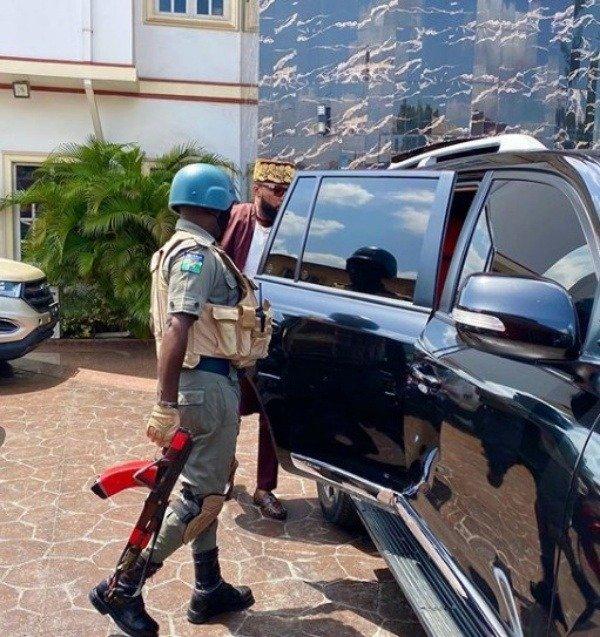 billionaire-emoney-police-escort