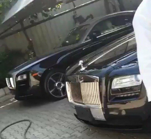 bugatti-veyron-spotted-in-a-multi-billion-naira-garage-in-northern-part-of-nigeria
