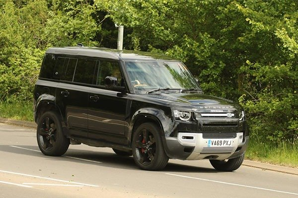 2022 Land Rover Defender SVR With 500Hp V8 Engine Spied