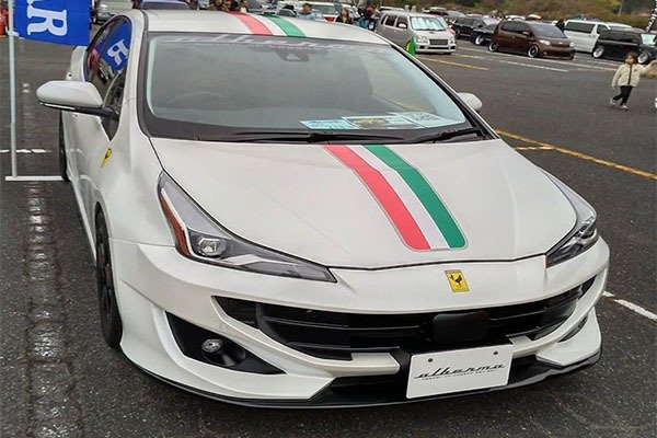 See As This Toyota Prius Is Transformed Into A Ferrari FF