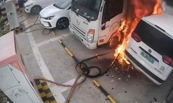 fire-consumed-5-vehicles-charging-station-china