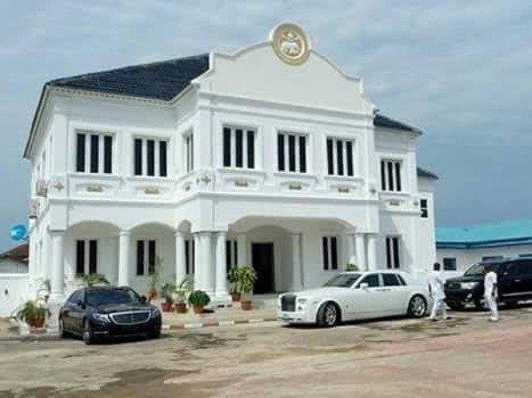 luxury-cars-in-ooni-of-ifes-garage