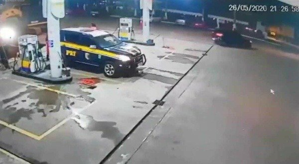 brazilian-thieves-arrested-trying-to-put-fuel-in-electric-car