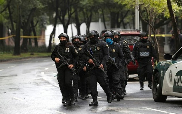 bulletproof-car-saves-mexicos-police-chief-after-dozens-of-assassins-attacked-his-convoy
