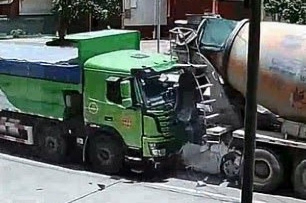 chinese-driver-passenger-survive-car-crushed-between-two-trucks