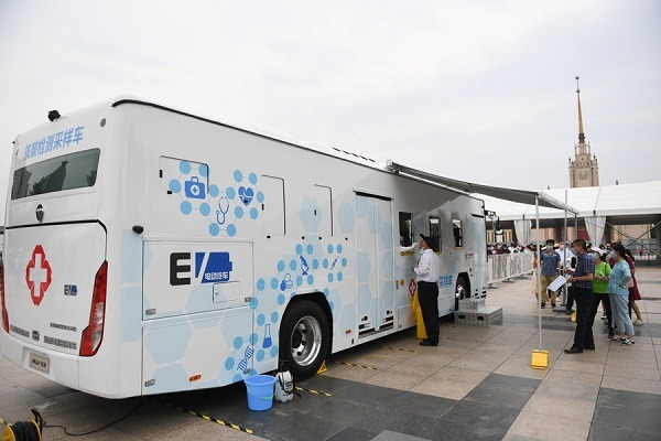 covid-19 mobile testing vehicles in Bejing China