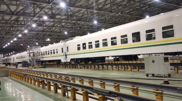 fg-takes-delivery-of-12-brand-new-trains-for-the-156-km-lagos-ibadan-railway