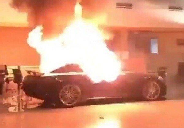george-floyd-protesters-invade-mercedes-dealership