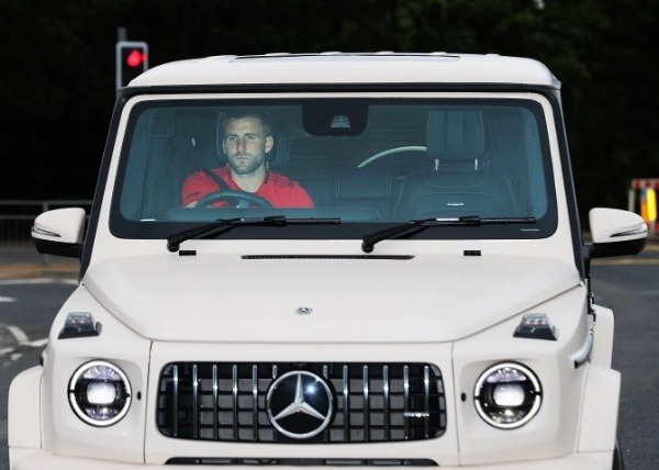 man-utd-car-park-now-resembles-army-base-stars-rolled-into-training-mercedes-g-wagon
