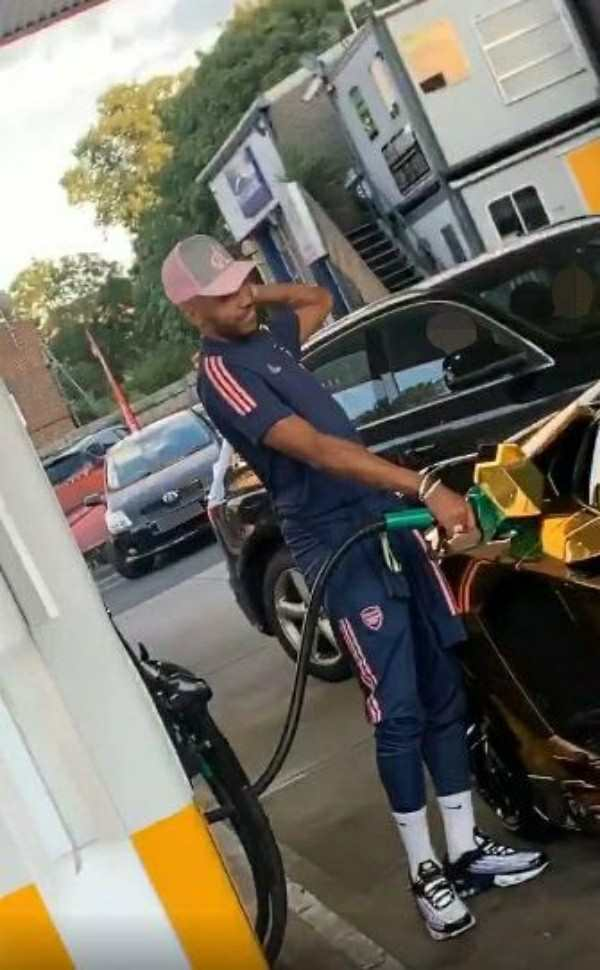arsenal-star-aubameyang-mocked-by-tottenham-fan-while-filling-up-his-gold-lamborghini