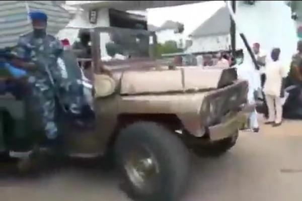 arthur-eze-police-bulletproof-tank