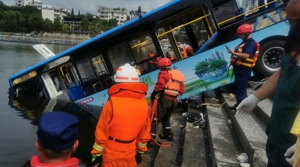 unhappy-driver-deliberately-crashed-a-bus-into-lake-after-his-house-was-demolished