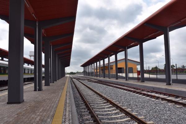 buhari-names-agbor-railway-complex-goodluck-jonathan