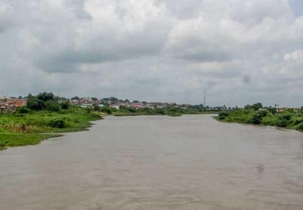 car-plunges-into-ogun-river