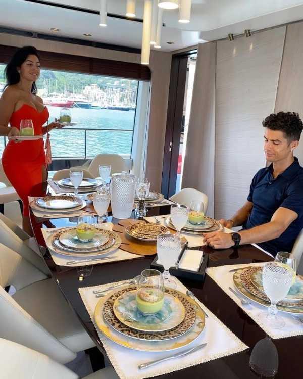 cristiano-ronaldo-buys-luxury-yacht