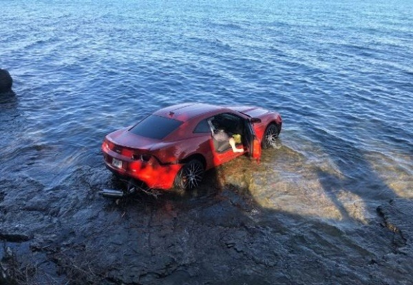 drunk-nfl-player-drives-chevrolet-camaro-into-lake-arrested-at-the-scene