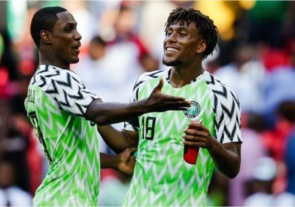 everton-star-iwobi-bumped-into-utds-ighalo