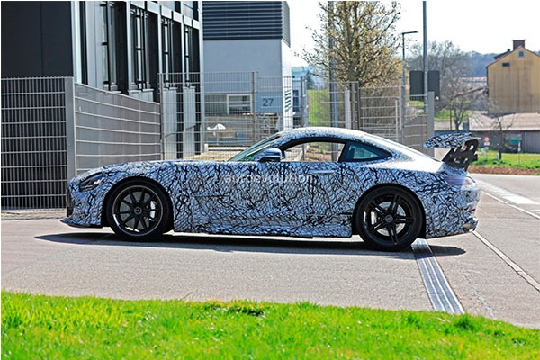 Mercedes-AMG GT R Black Series Teased, Will Output 700Hp
