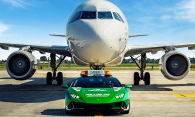 lamborghini-supercar-plane-follow-me-car-italy-bologna-airport