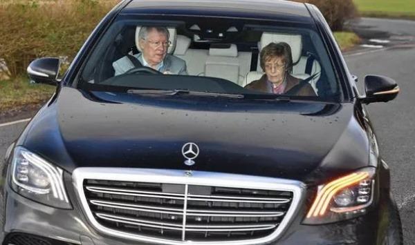man-utd-sir-alex-ferguson-mercedes-benz-s-class-car
