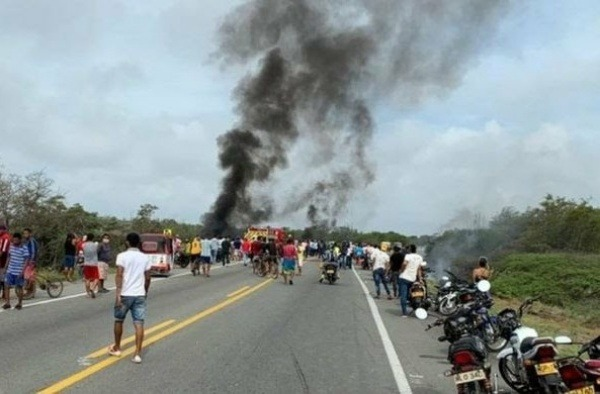 overturned-tanker-exploded-while-people-were-scooping-petrol-in-colombia