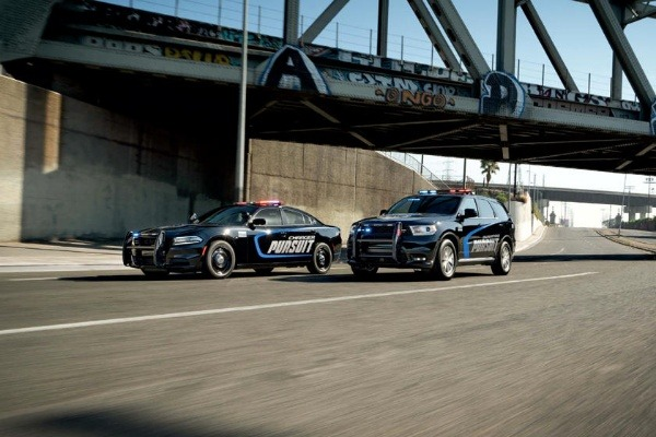 texas-sheriff-deputies-caught-drag-racing-in-dodge-charger-pursuit-patrol-vehicles