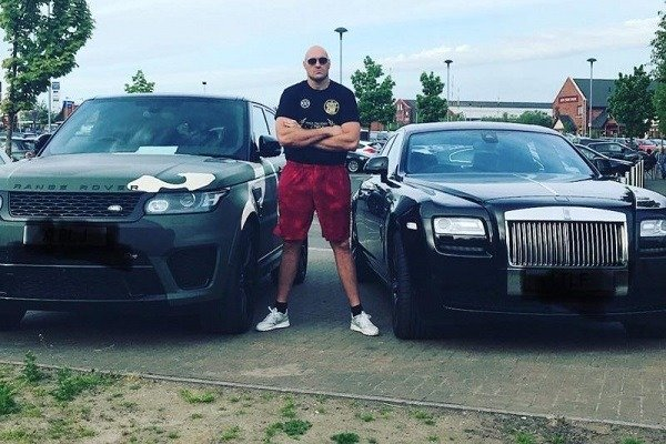 tyson-fury-bumped-into-anthony-joshua-while-driving-his-range-rover