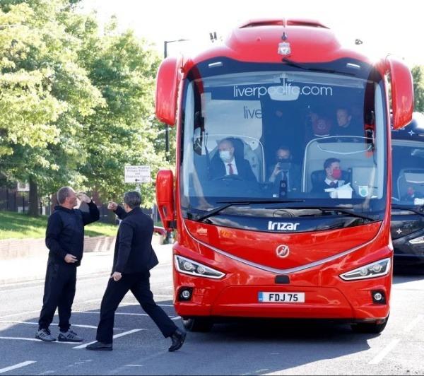 unhappy-man-city-fan-blocks-liverpool-best-in-class-team-bus