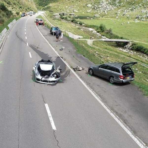 bugatti-chiron-porsche-911-mercedes-c-class-crash