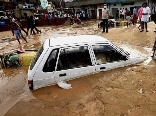 dozens-of-cars-buried-in-mud-in-india-after-heavy-rain-and-landslide