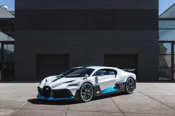 first-deliveries-bugatti-divo-hypercar