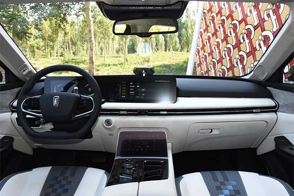 Chinese Electric SUV Comes With 1st Of Its Kind 3D Holographic Assistant