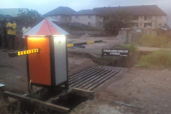 Man Builds Remote-Controlled Gate For His Street In Owerri