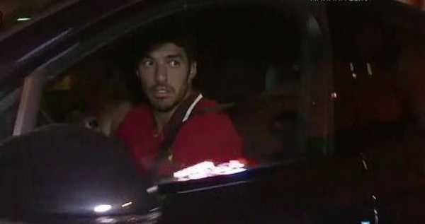 messi-spotted-leaving-restaurant-with-suarez