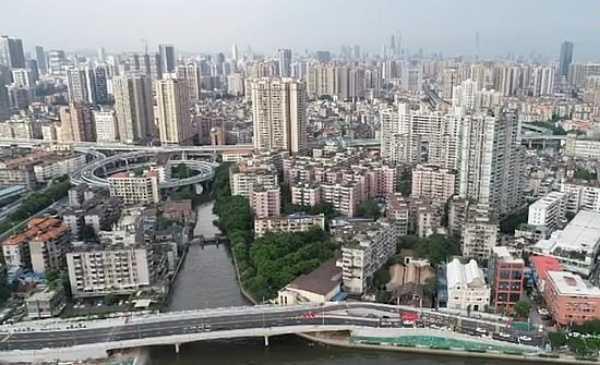 motorway-built-around-tiny-house-china