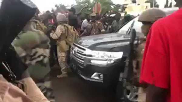 soldiers-arrested-mali-president-ibrahim-boubacar-keita-bulletproof-vehicle