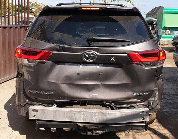 Khaz Customs Rebuilds Accidented Toyota Highlander Into Steroid On Wheels