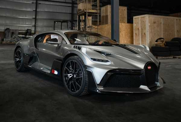 unboxing-of-the-first-bugatti-divo-in-the-united-states-us
