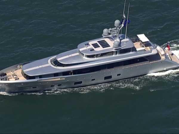us-arrest-trumps-pal-steve-bannon-yacht-lady-may