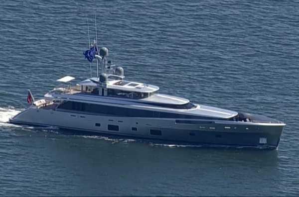 us-arrest-trumps-pal-steve-bannon-yacht