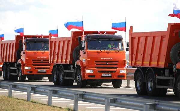 vladimir-putin-drove-himself-aurus-limo-to-test-motorway