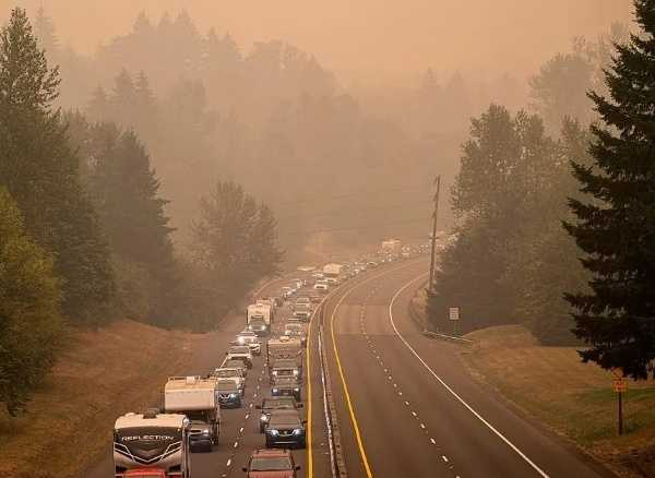 americans-flee-wildfires-consumes-homes-vehicles