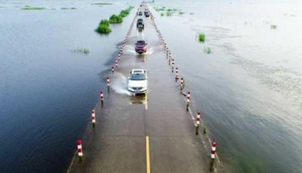 chinas-yongwu-highway-most-beautiful-road-under-water